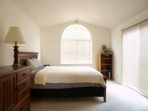 łóżko tapicerowane funkcyjne