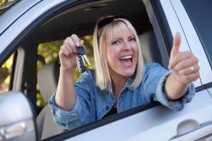 wypozyczalnia samochodow poznan kobieta i auto