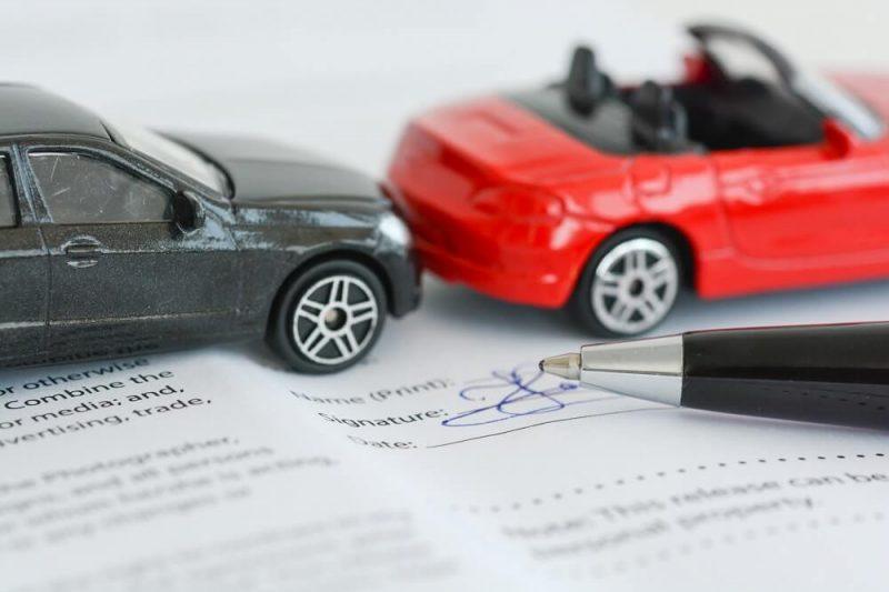 Podpisanie umowy na wynajem samochodu zastępczego