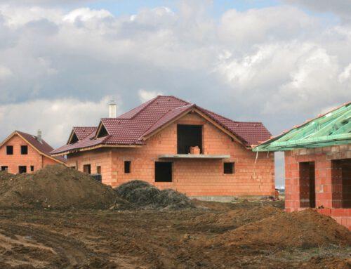 Główne usterki, które wskazują, że już czas na remont dachu